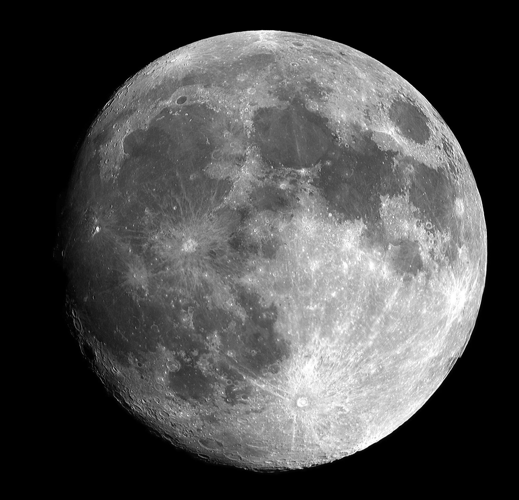 Zdjęcie Księżyca na nocnym niebie