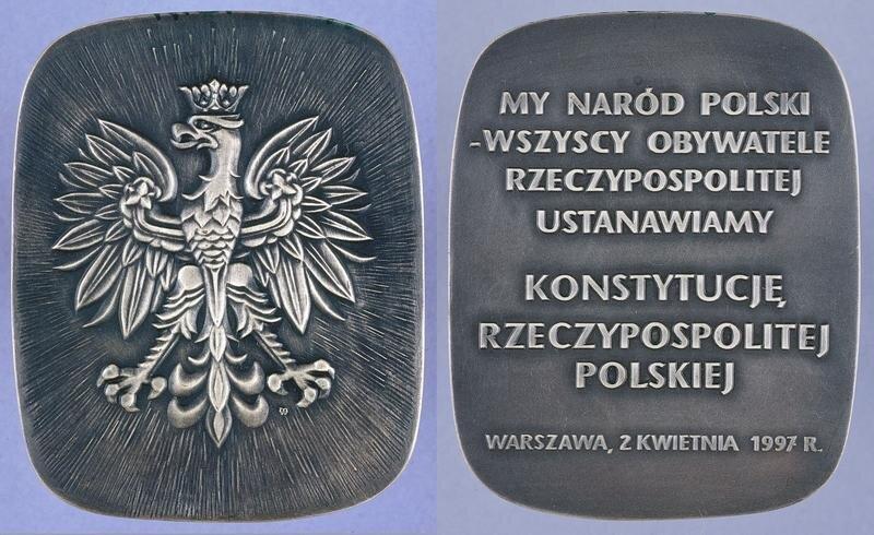 Konstytucja RP z2 kwietnia 1997 r. Źródło: Wydział Muzealiów Biblioteki Sejmowej, Konstytucja RP z2 kwietnia 1997 r., licencja: CC BY 2.0.