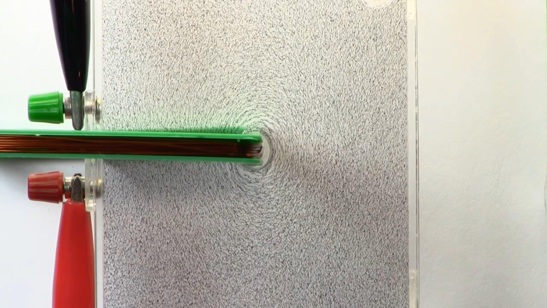 Zdjęcie linii pola magnetyczne wokół przewodnika liniowego