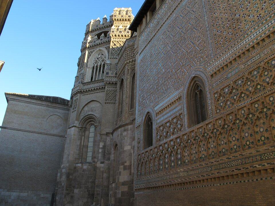 Połączenie stylu mudéjar igotyku wkościele katedralnym wSaragossie Źródło: Połączenie stylu mudéjar igotyku wkościele katedralnym wSaragossie, licencja: CC BY-SA 3.0.