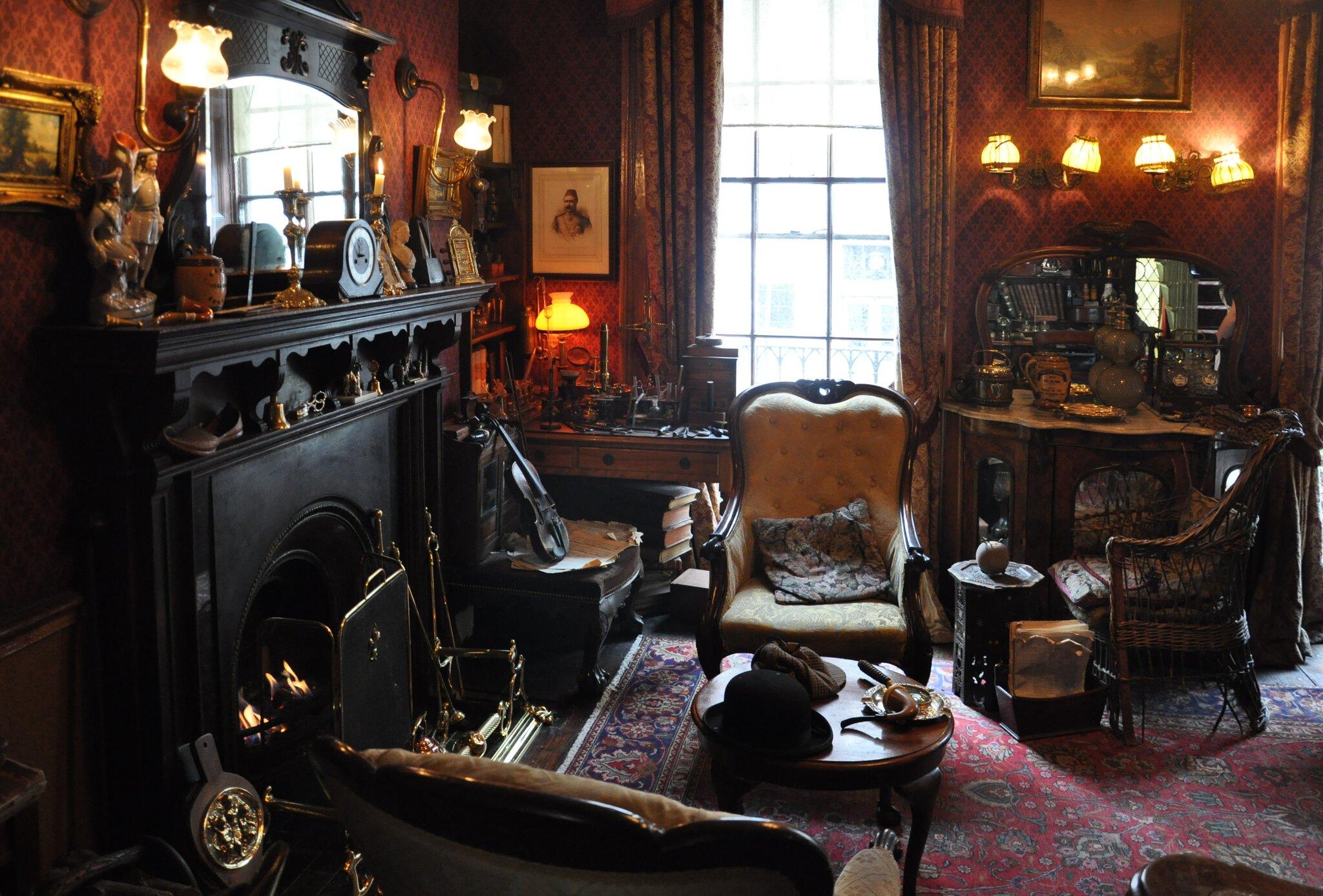 Muzeum Sherlocka Holmesa przy Baker Street 221B wLondynie, pokój gościnny Muzeum Sherlocka Holmesa przy Baker Street 221B wLondynie, pokój gościnny Źródło: fotografia barwna, domena publiczna.