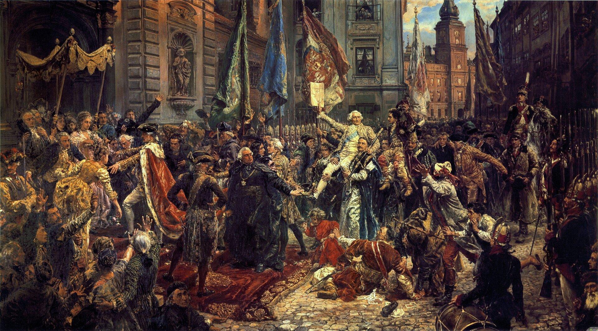"""Ilustracja interaktywna przedstawia obraz """"Konstytucja 3 Maja 1791 roku"""", autorstwa Jana Matejki. Dynamiczna kompozycja przedstawia pochód posłów zZamku Królewskiego do kolegiaty św. Jana wintencji ponownego zaprzysiężenie konstytucji uchwalonej 3 maja 1791 roku.  Maszerujący, chronieni przez żołnierzy posłowie otoczeni są rozentuzjazmowanym tłumem. Wcentrum kompozycji znajduje się niesiona przez posłów postać marszałka Sejmu Wielkiego Stanisława Małachowskiego. Ubrany na jasno mężczyzna wbiałej peruce wuniesionej prawej ręce trzyma tekst Konstytucji 3 Maja. Poniżej triumfującego marszałka rozgrywa się dramatyczna scena, wktórej leżący na bruku poseł Jan Suchorzewski wgeście sprzeciwu przeciw reformom, próbuje zabić swego syna. Malarz przywołuje tutaj autentyczną scenę, która rozegrała się na Zamku Królewskim. Po lewej stronie malowidła przedstawiony jest dumnie kroczący po schodach kolegiaty król Stanisław August Poniatowski, ramiona okrywa mu purpurowy płaszcz obszyty futrem zgronostajów. Akcja malowidła rozgrywa się na ulicy Świętojańskiej, wgłębi obrazu widnieje fragment Zamku Ujazdowskiego."""