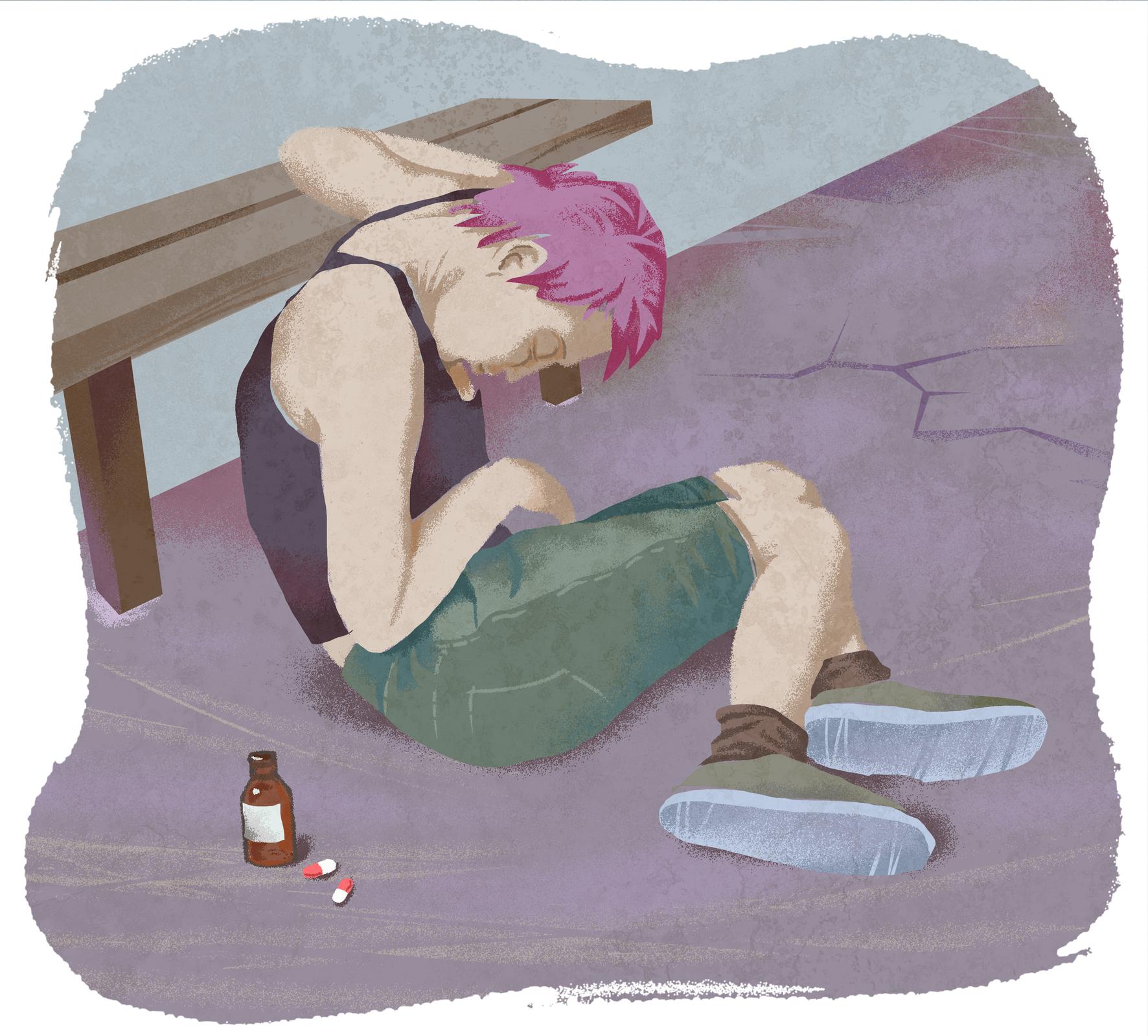 Na ziemi, wsparty jednym ramieniem oławkę, siedzi młody człowiek. Jest odwrócony tyłem. Ma fioletowe, krótkie włosy, granatową podkoszulkę izielone bermudy. Na stopach tenisówki. Głowa opuszczona, oczy zamknięte. Zlewej przy nim brązowa buteleczka idwie biało-czerwone kapsułki.