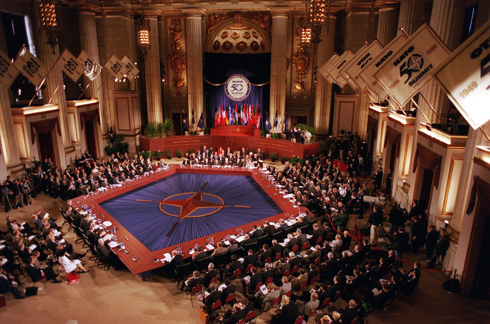 Szczyt NATO wWaszyngtonie Szczyt NATO wWaszyngtonie Źródło: R. D. Ward, 1999, domena publiczna.