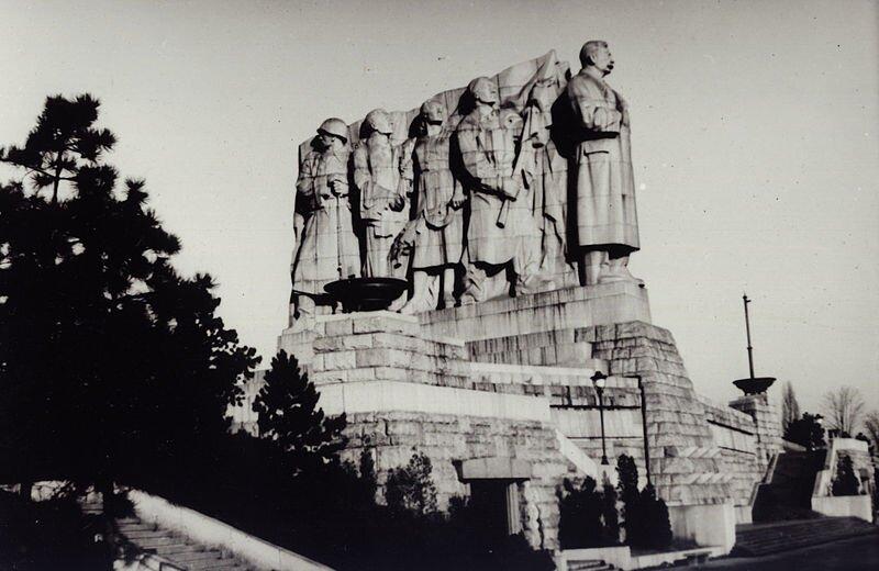 Pomnik Józefa Stalina wPradze, dziś nieistniejący,