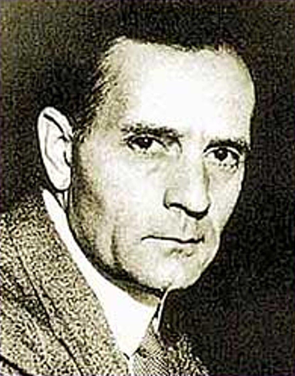 Edwin Hubble, który nie tylko wykazał, że mgławice to odległe galaktyki ale udowodnił również, że Wszechświat się rozszerza