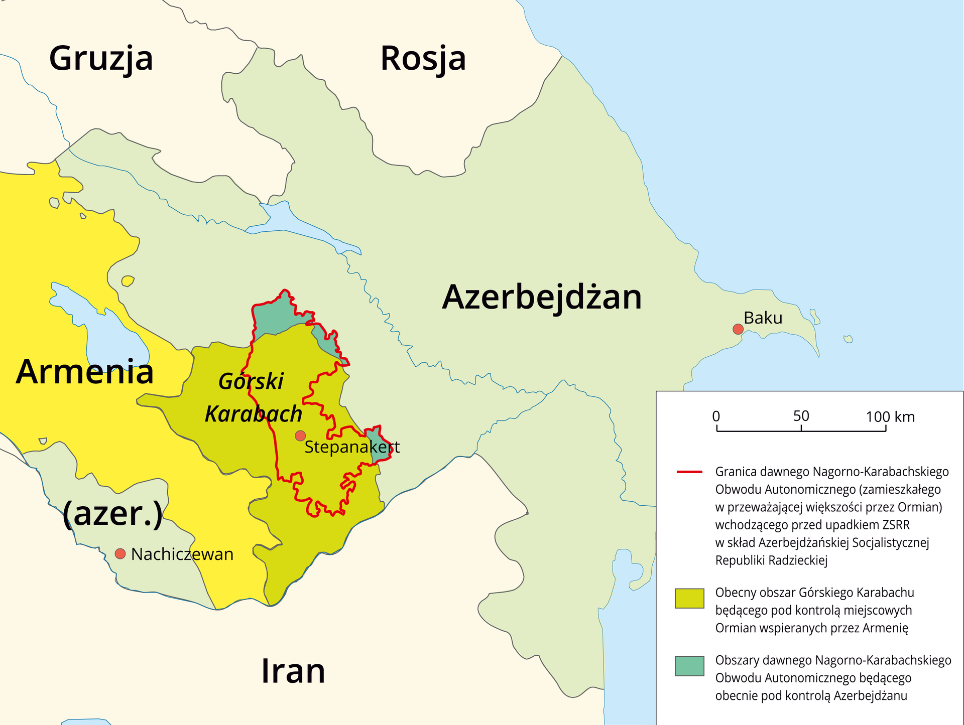 Na ilustracji mapa wschodniej część Kaukazu. Po lewej stronie mapy ląd: Gruzja, Rosja, Armenia, Azerbejdżan, górski Karabach, Iran. Po prawej stronie morze, kolor niebieski. Centralna część mapy przedstawia zmiany zasięgu Górskiego Karabachu. Kolorem zielonym oznaczono obecny zasięg Górskiego Karabachu, czerwoną linią granicę Nagorno-Karabachskiego Obwodu Autonomicznego wchodzącego dawniej wskład Azerbejdżańskiej Socjalistycznej Republiki Radzieckiej. Kolorem ciemnozielonym oznaczono obszary dawnego Nagorno-Karabachskiego Obwodu Autonomicznego, obecnie pod kontrolą Azerbejdżanu. Zprawej strony legenda zobjaśnieniami kolorów użytych na mapie.
