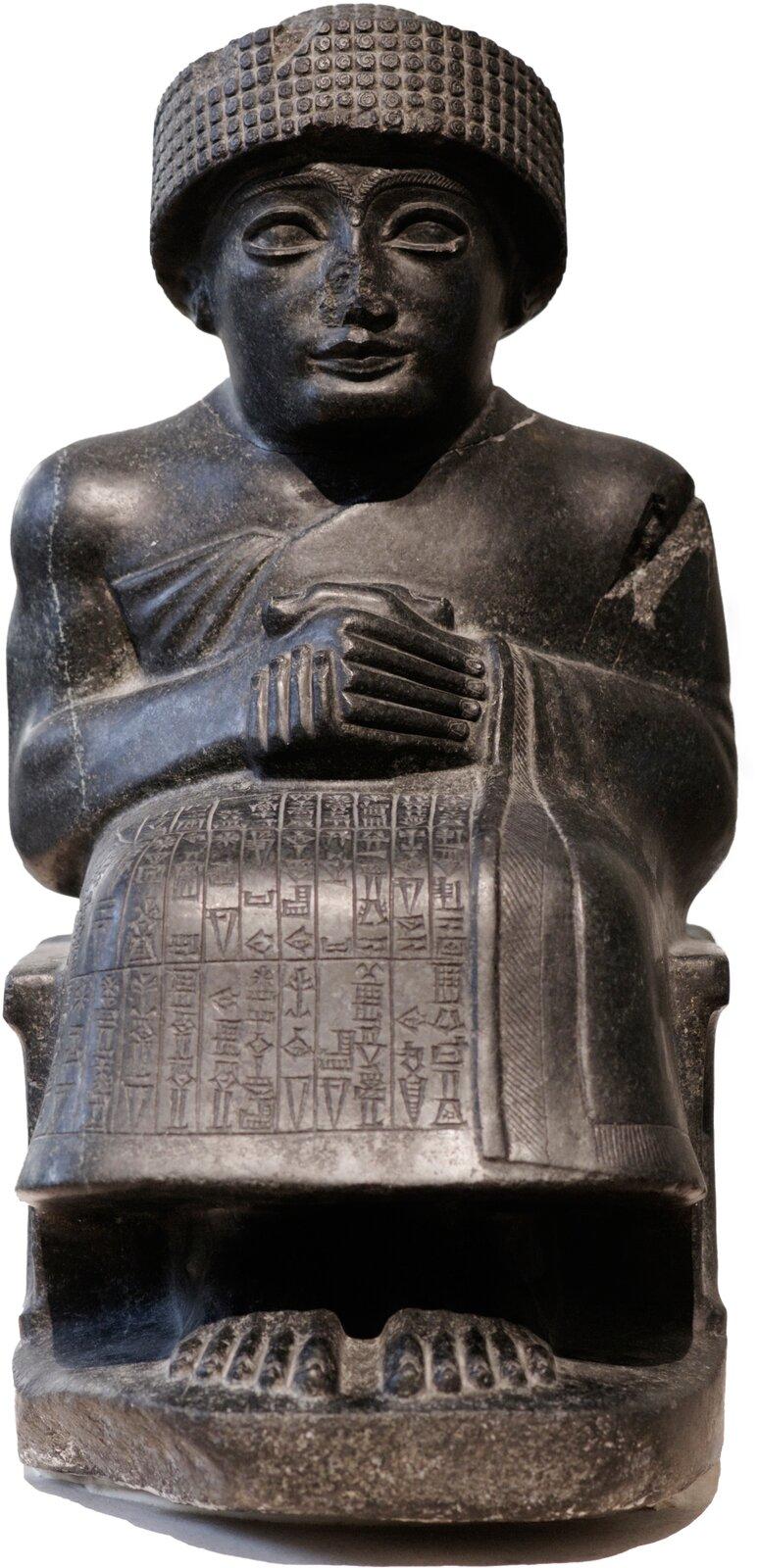Gudea, władca sumeryjskiego miasta-państwa Lagasz. Posążek przechowywany obecnie wLuwrze wParyżu. Gudea, władca sumeryjskiego miasta-państwa Lagasz. Posążek przechowywany obecnie wLuwrze wParyżu. Źródło: domena publiczna.
