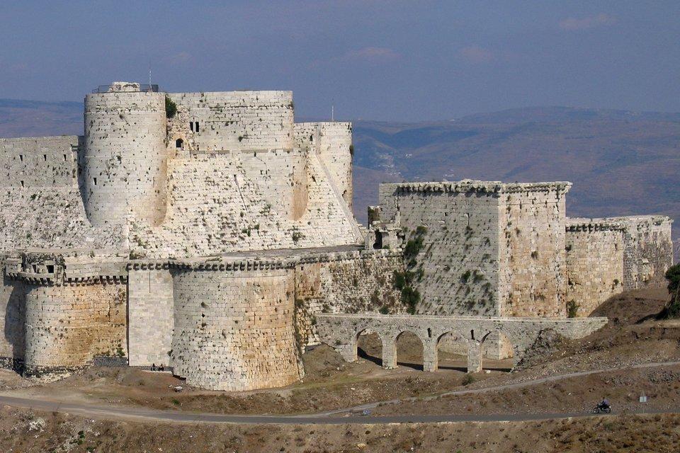 Zamek Krak des Chevaliers wSyrii Zamek Krak des Chevaliers wSyrii Źródło: Xvlun, Wikimedia Commons, licencja: CC BY-SA 2.5.