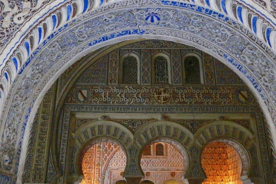 Fragment zdobień królewskiego pałacu Alcazar wSewilli Źródło: Fragment zdobień królewskiego pałacu Alcazar wSewilli, licencja: CC BY-SA 3.0.