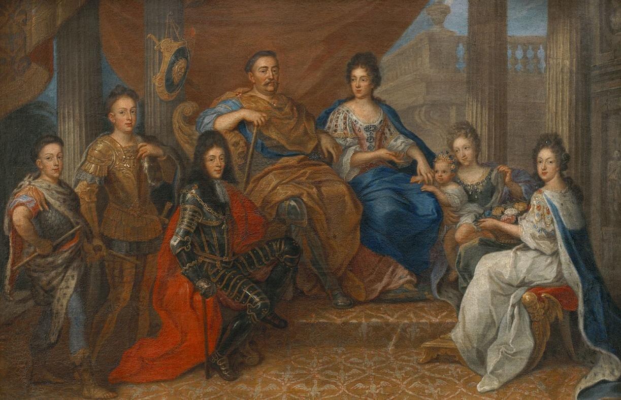 Jan III Sobieski zrodziną JanIII Sobieski zrodziną. Od lewej Konstanty, Aleksander iJakub. Wśrodku król ikrólowa, która trzyma za rączkę wnuczkę Marię Leopoldynę, córkę Jakuba iJadwigi von Neuburg. Zprawej siedzi Teresa Kunegunda Sobieska. Źródło: Henri Gascar, Jan III Sobieski zrodziną, ok. 1693, olej na płótnie, Pałac wWilanowie, domena publiczna.