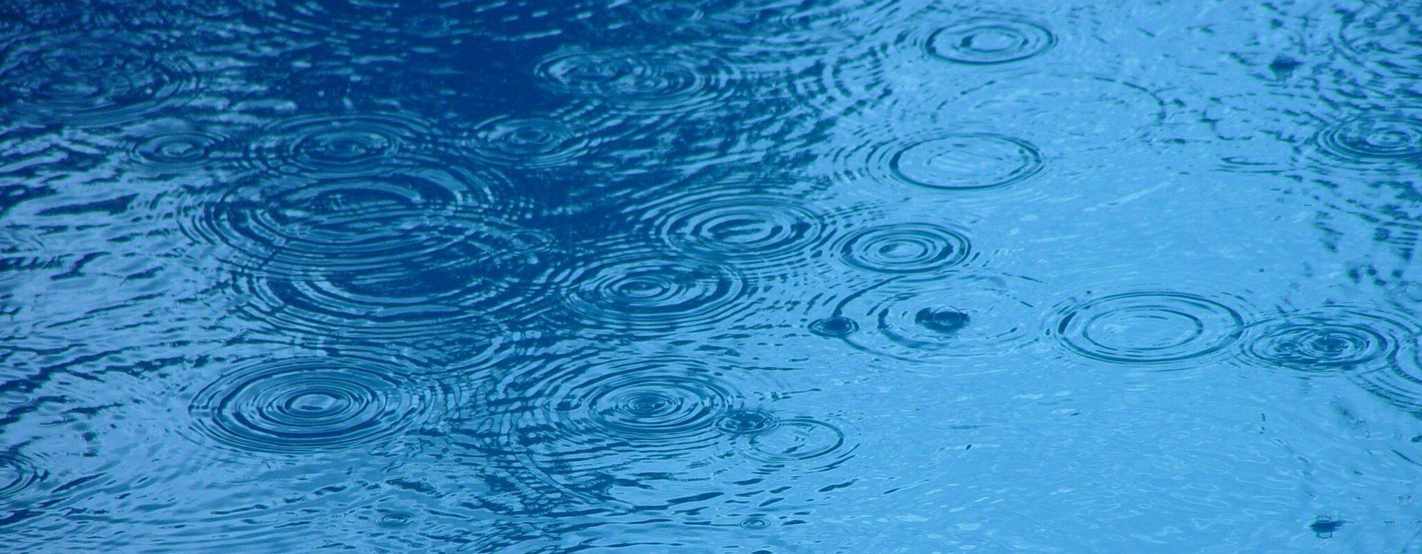 Deszcz Źródło: domena publiczna.
