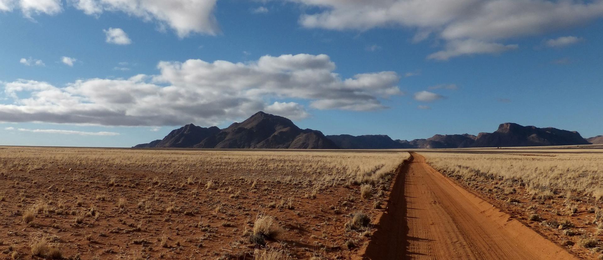 Krajobraz wNamibii Krajobraz wNamibii Źródło: licencja: CC 0.