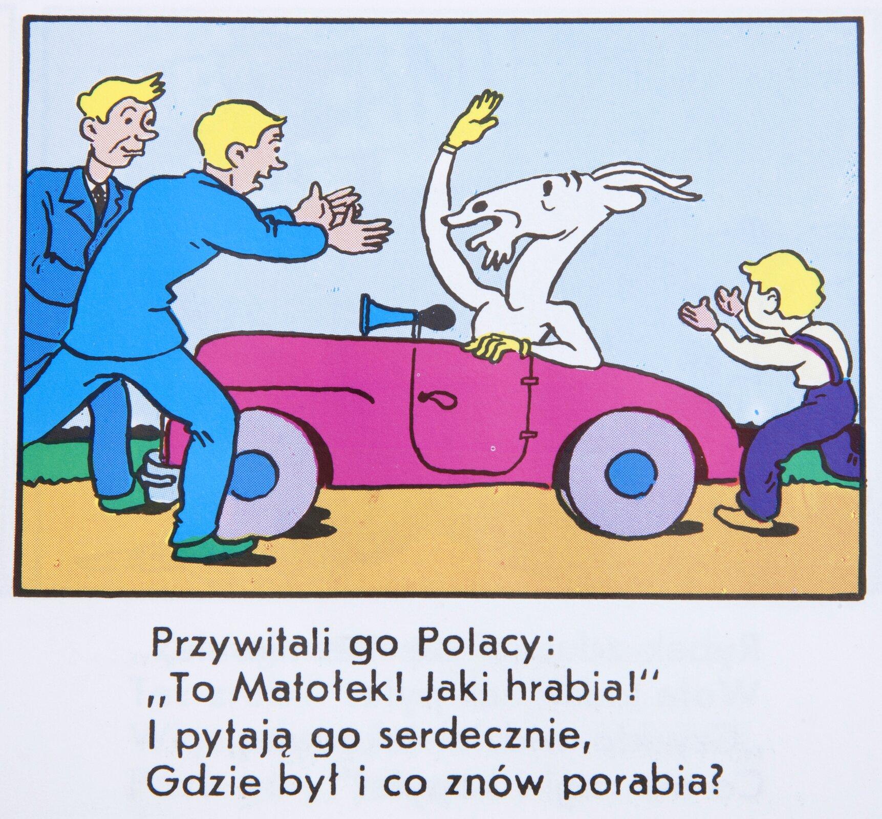 """Ilustracja przedstawia fragment komiksu Kornela Makuszyńskiego """"Koziołek Matołek"""". Koziołek znajduje się wróżowym samochodzie. Przed autem wkierunku Koziołka Matołka wybiega dwóch mężczyzn wniebieskich garniturach. Jeden ma wyciągnięte ręce wgeście powitanie. Ztyłu auta widać także biegnącego chłopca wstronę Koziołka. Poniżej ilustracji umieszczony jest tekst: """"Przywitali go Polacy: """"to Matołek! Jaki hrabia!"""" ipytają go serdecznie, Gdzie był ico znów porabia?"""""""