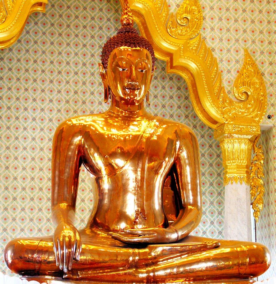 """""""Złoty Budda"""", świątynia Wat Trimitr, Bangkok, Tajlandia """"Złoty Budda"""", świątynia Wat Trimitr, Bangkok, Tajlandia Źródło: Chirag Gupta, 2011, licencja: CC BY-SA 3.0."""