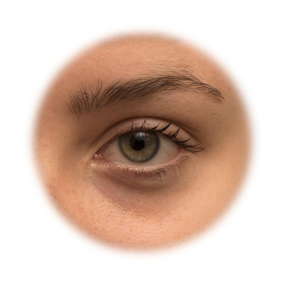 Fotografia przedstawia zbliżenie ludzkiego oka. Dzięki oczom możemy ocenić, wjakiej odległości znajduje się to, co widzimy.