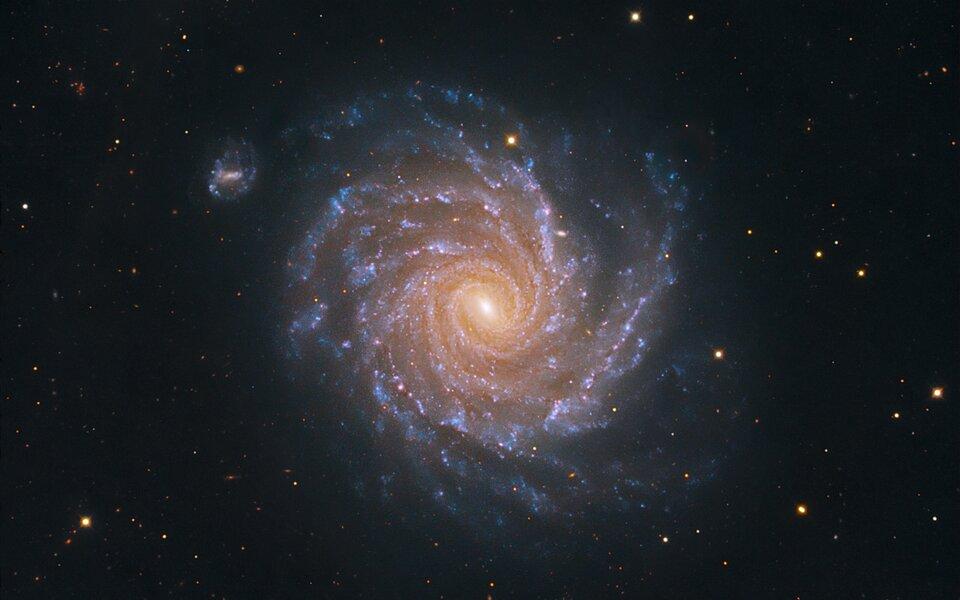 Zdjęcie przedstawia galaktykę spiralną.