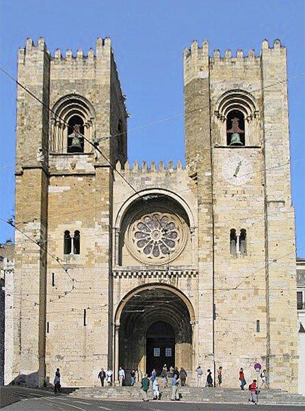 Katedra wLizbonie, Portugalia, połowa XII w. Źródło: Osvaldo Gago, Katedra wLizbonie, Portugalia, połowa XII w., licencja: CC BY-SA 2.0.