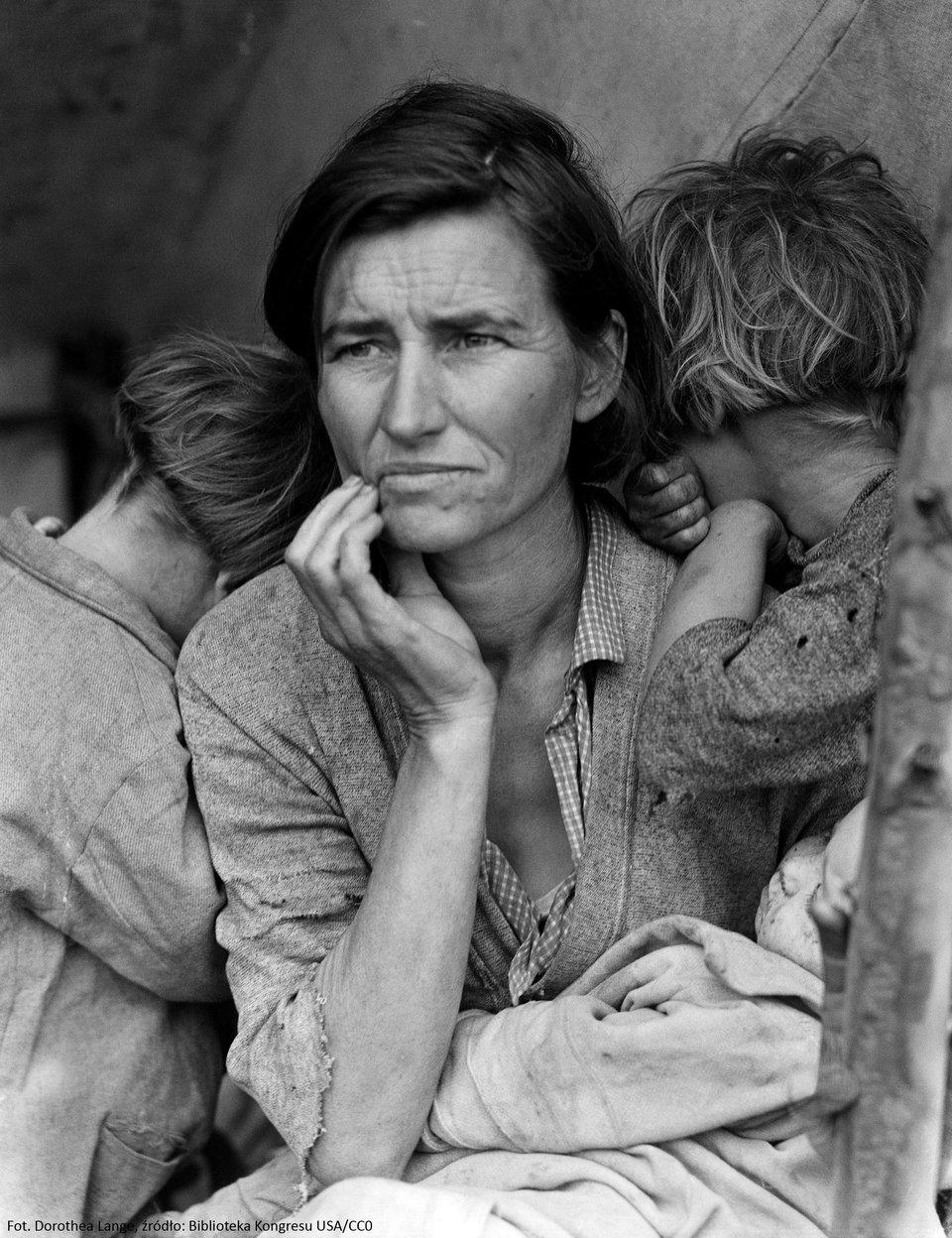 Migrująca matka Źródło: Dorothey Lange, Migrująca matka, Fotografia, Biblioteka Kongresu Stanów Zjednoczonych, domena publiczna.