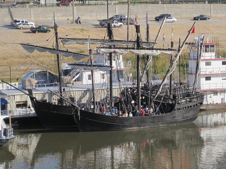 """zdjęcie przedstawia replikę (czyli współczesną kopię) statkuKrzysztofa Kolumba noszacego nazwę """"Pinta"""""""