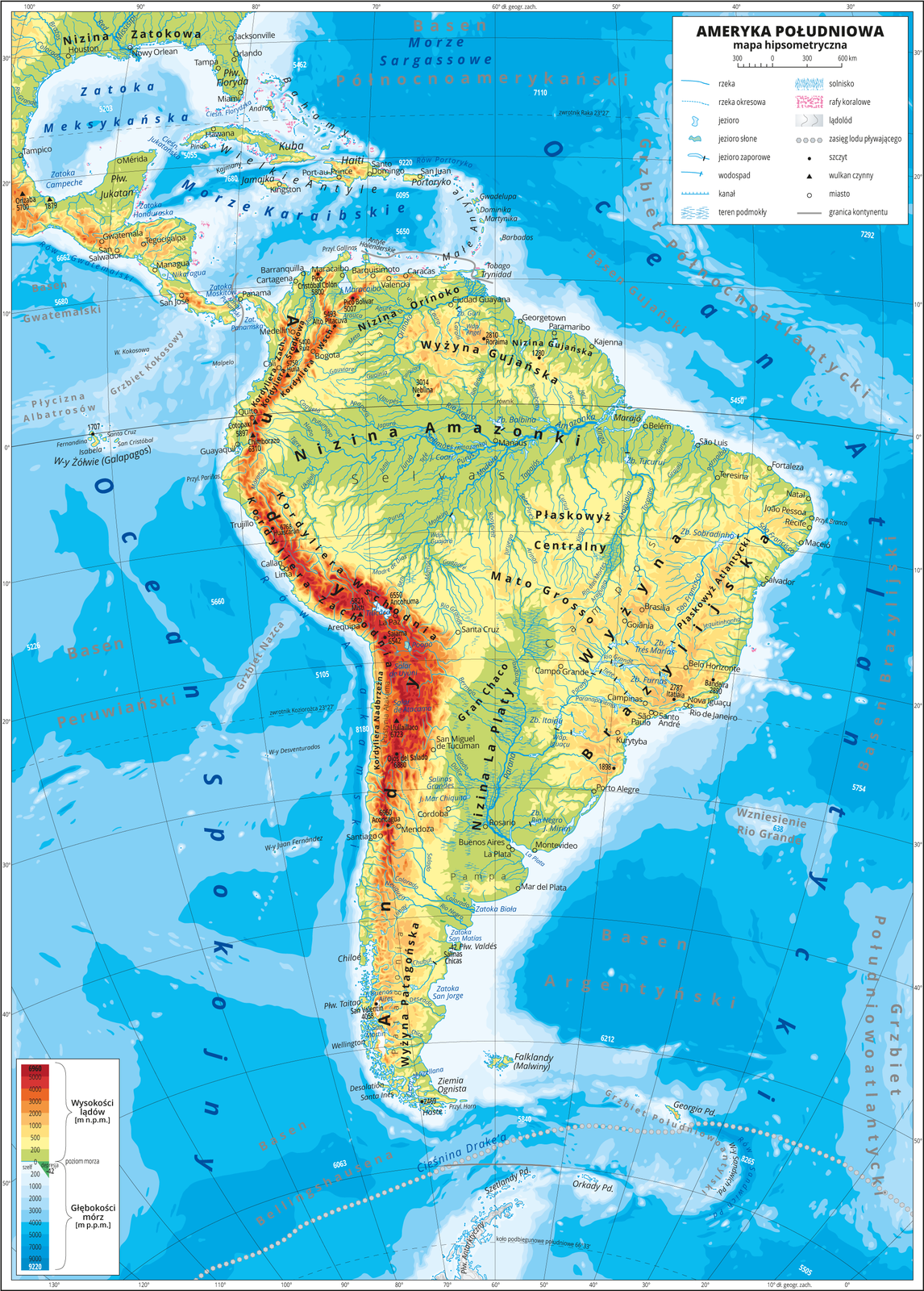 Ilustracja przedstawia mapę hipsometryczną Ameryki Południowej. Wobrębie lądów występują obszary wkolorze zielonym, żółtym, pomarańczowym iczerwonym. Na zachodnim wybrzeżu dominują pasma górskie oprzebiegu południkowym. Rozległe niziny wzdłuż największych rzek. Morza zaznaczono kolorem niebieskim. Na mapie opisano nazwy półwyspów, wysp, nizin, wyżyn ipasm górskich, mórz, zatok, rzek ijezior. Oznaczono iopisano główne miasta. Oznaczono czarnymi kropkami iopisano szczyty górskie. Trójkątami oznaczono czynne wulkany ipodano ich nazwy iwysokości. Mapa pokryta jest równoleżnikami ipołudnikami. Dookoła mapy wbiałej ramce opisano współrzędne geograficzne co dziesięć stopni. Wlegendzie umieszczono iopisano znaki użyte na mapie.