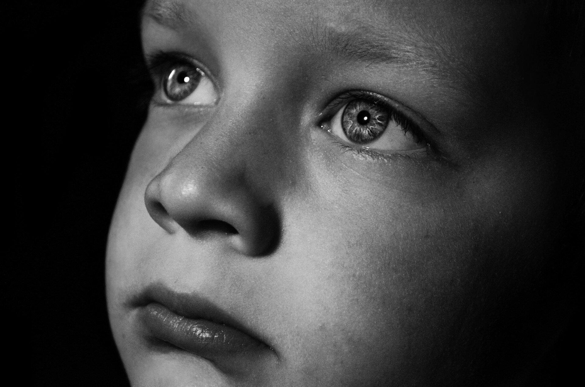 smutna twarz dziecka