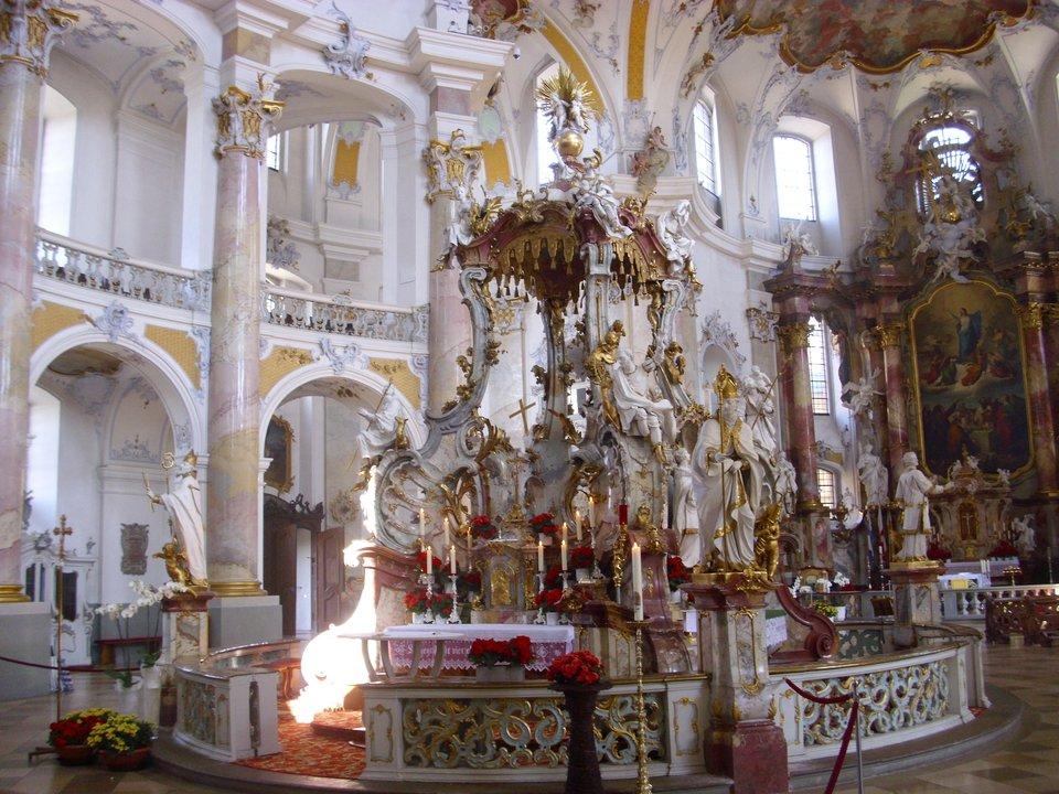 """Wnętrze bazylikipielgrzymkowej""""Czternastu świętych"""" (Vierzehnheieiligen) wBawarii Wnętrze bazylikipielgrzymkowej""""Czternastu świętych"""" (Vierzehnheieiligen) wBawarii Źródło: Aarp65, Wikimedia Commons, licencja: CC BY-SA 3.0."""