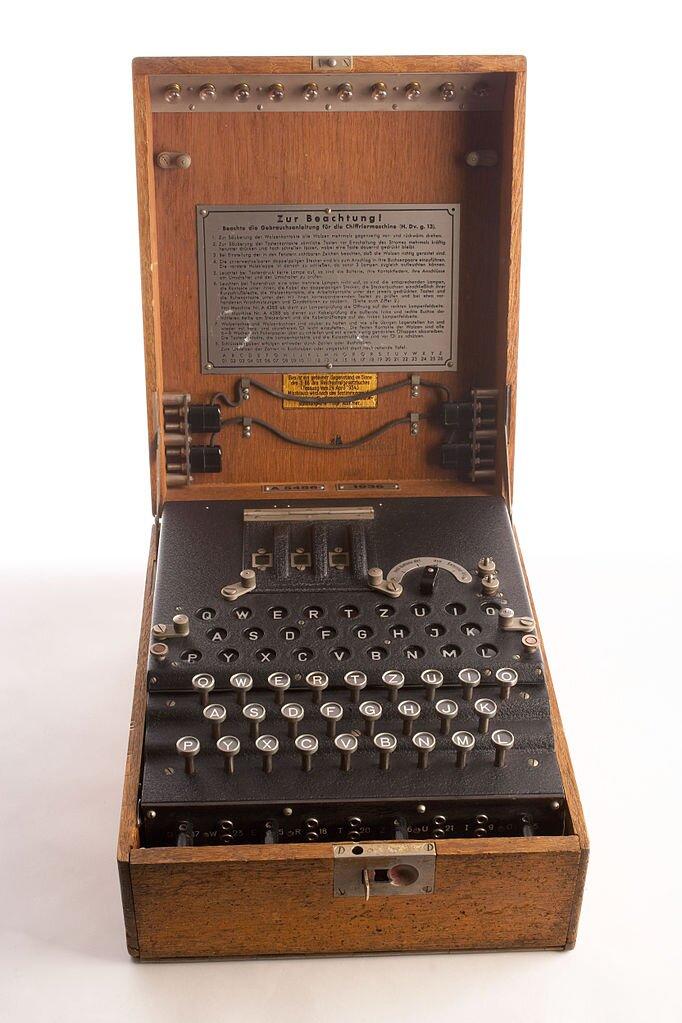 Enigma Źródło: United States Government Work, Enigma, domena publiczna.