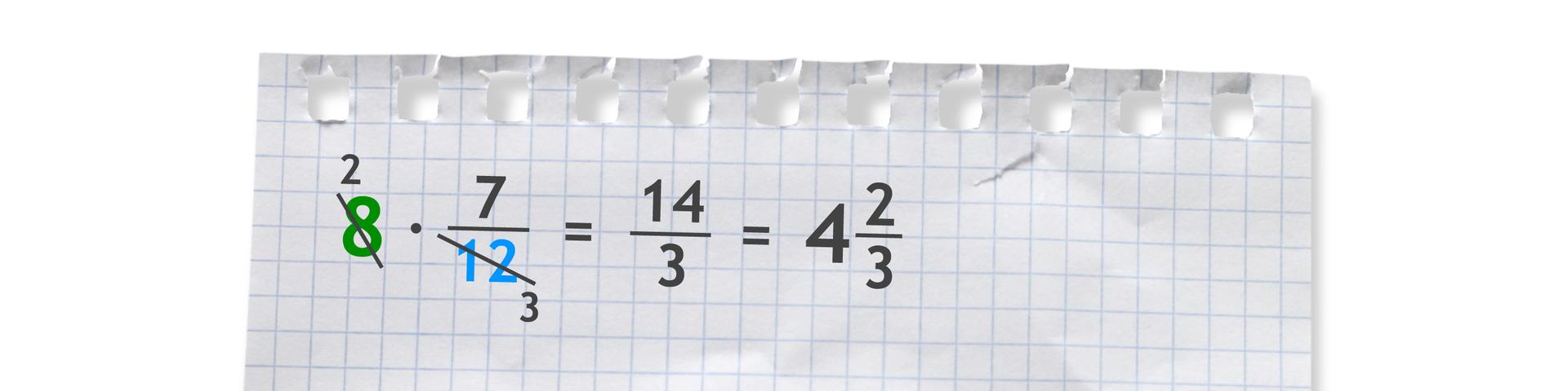 Przykład: 8 razy siedem dwunastych (po skróceniu liczb 8 i12 przez 4) równa się czternaście trzecich równa się cztery całe idwie trzecie.