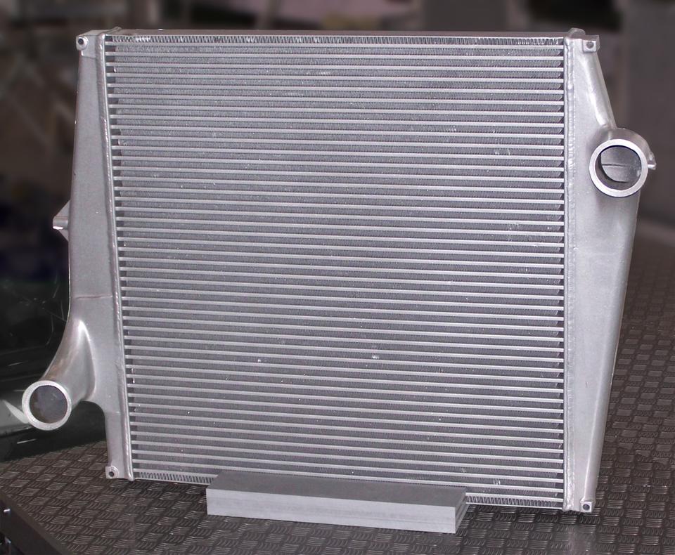 Seria zdjęć obrazująca wykorzystanie przewodników iizolatorów ciepła. Przewodnik cieplny – aluminium.