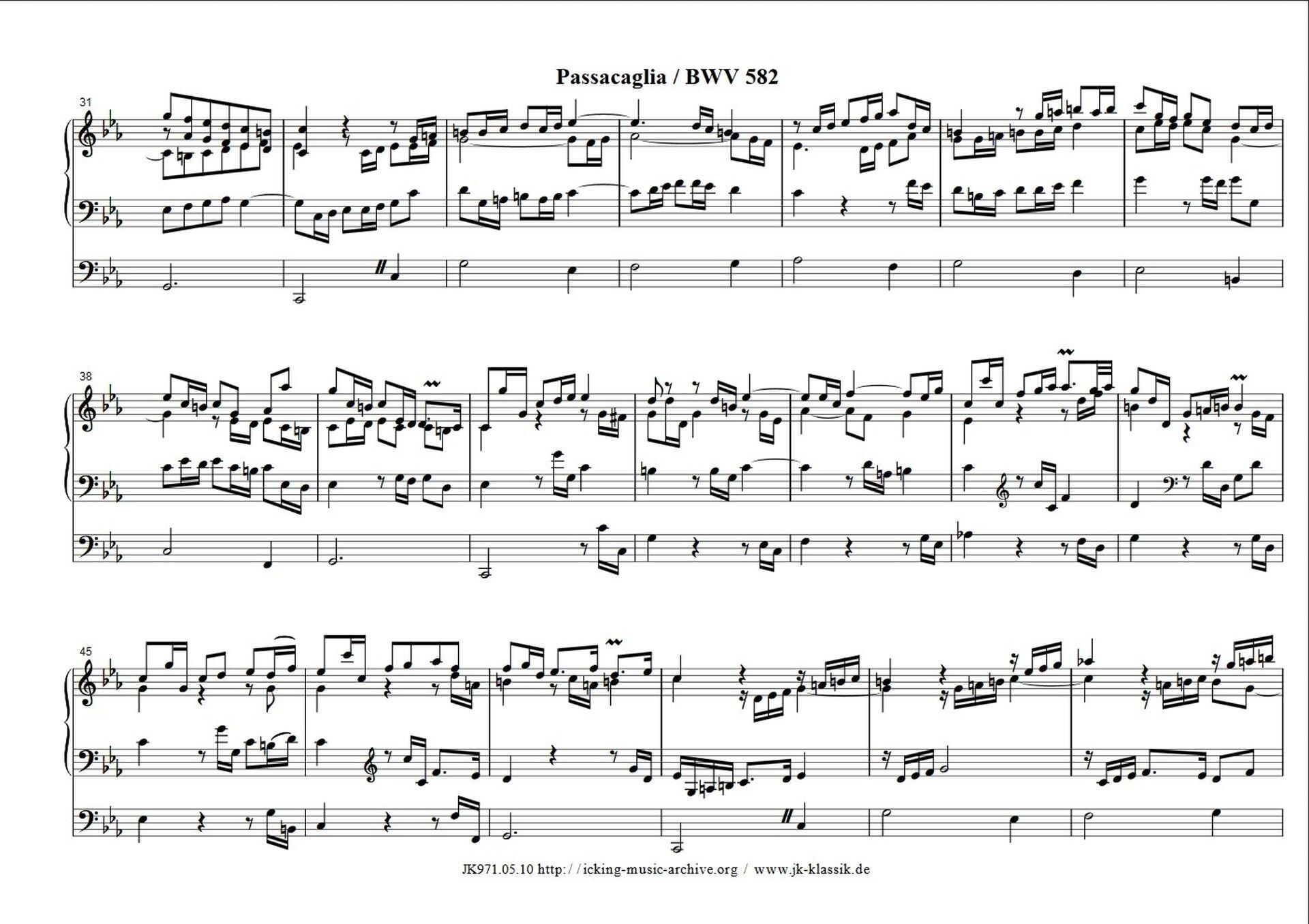 """Ilustracja przedstawia partyturę. Na pięciolinii zostały zaznaczone notacje muzyczne utworu Johanna Sebastiana Bacha – """"Passacaglia ifuga c-moll"""", takty 1–50."""