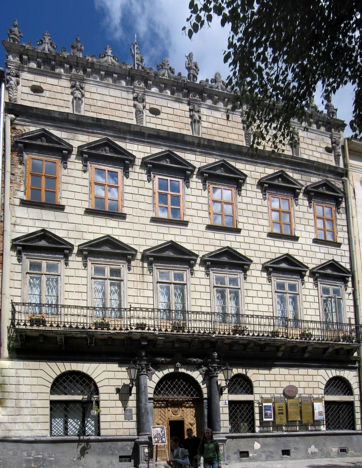 Lwów - Kamienica Królewska– widok od strony Rynku Lwów - Kamienica Królewska– widok od strony Rynku Źródło: Gryffindor, Wikimedia Commons, licencja: CC BY-SA 3.0.