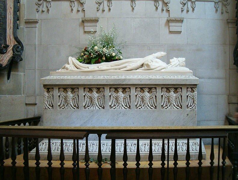 Na zdjęciu przedstawiony jest sarkofag (czylizdobionatrumna) Jadwigi Andegaweńskiej. Sarkofag ten znajduje sięwKrakowei, wKatedrze na Wawelu.