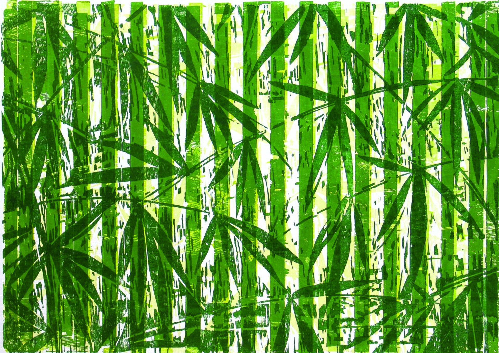 """Ilustracja przedstawia obraz """"Myitkyina"""" autorstwa Michała Rygielskiego. Praca łączy wsobie abstrakcję zmalarstwem figuratywnym. Wykonana wzielono-żółtej tonacji na białym tle kompozycja składa się zpionowych, jasno-zielonych pasów opłaskim kolorze, gdzieniegdzie poprzecieranych białymi izielono-żółtymi kreskami, na które autor nałożył motywy ciemno-zielonych roślin odługich liściach iwąskich łodygach. Praca przywodzi na myśl rozświetlony słońcem las tropikalny. Monochromatyczny obraz utrzymany jest wwąskiej, ciepłej gamie zieleni."""
