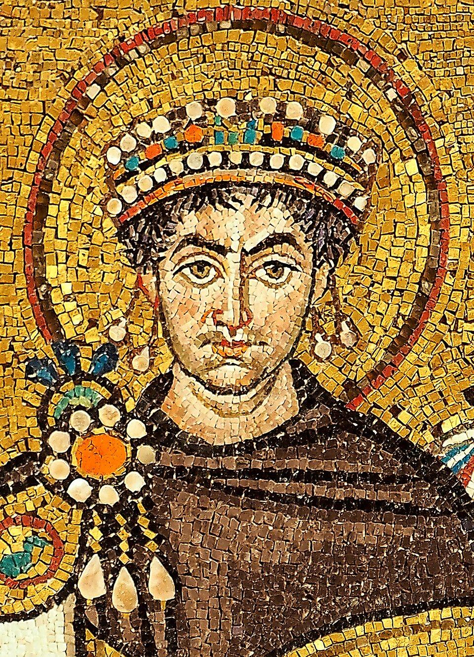 Justynian Wielki na mozaice przechowywanej wbazylice św. Witalisa wRawennie Justynian Wielki na mozaice przechowywanej wbazylice św. Witalisa wRawennie Źródło: Petar Milošević, Wikimedia Commons, licencja: CC BY-SA 4.0.