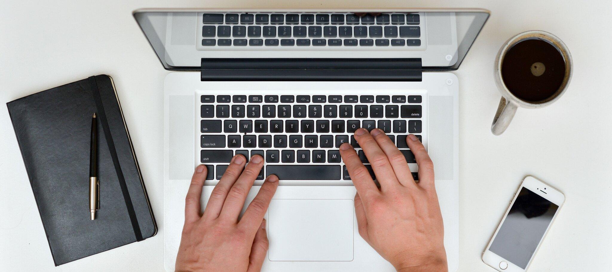 Pisanie na laptopie Źródło: licencja: CC 0.