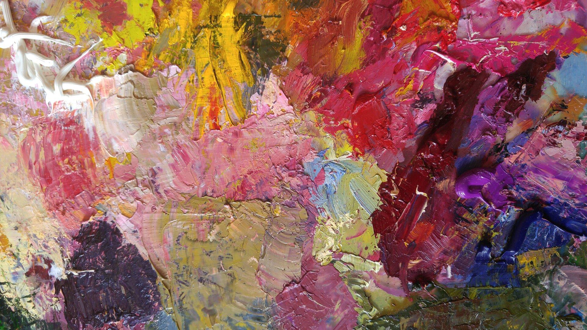 Ilustracja przedstawia gwałtowne, swobodne pociągnięcia pędzla, używanie różnych narzędzi np. szpachli, wyciskanie farby prosto ztubki. Przeważają odcienie fioletu iróżu.