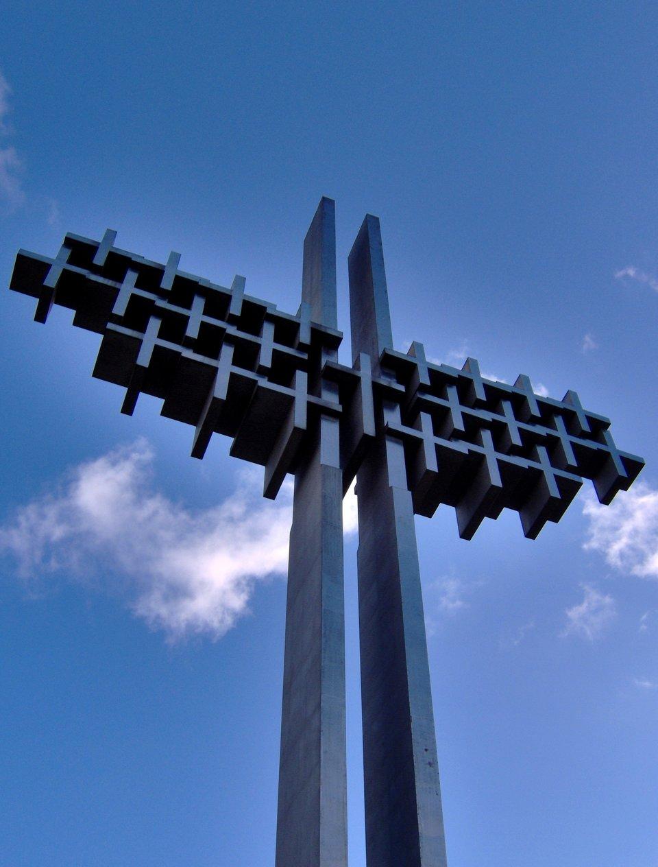 Gdynia Pomnik Ofiar Grudnia 1970 Źródło: Gdynia Pomnik Ofiar Grudnia 1970, Fotografia, licencja: CC BY-SA 3.0.