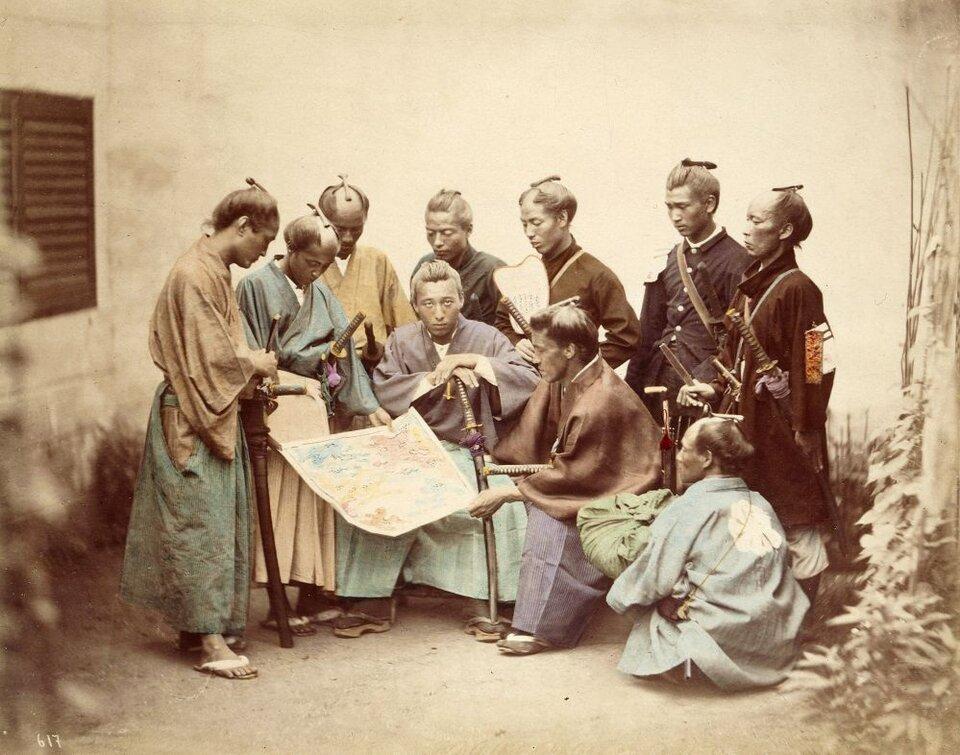 Członkowie jednego zklanów samurajskich Źródło: Felice Beato, Członkowie jednego zklanów samurajskich, 1860, domena publiczna.