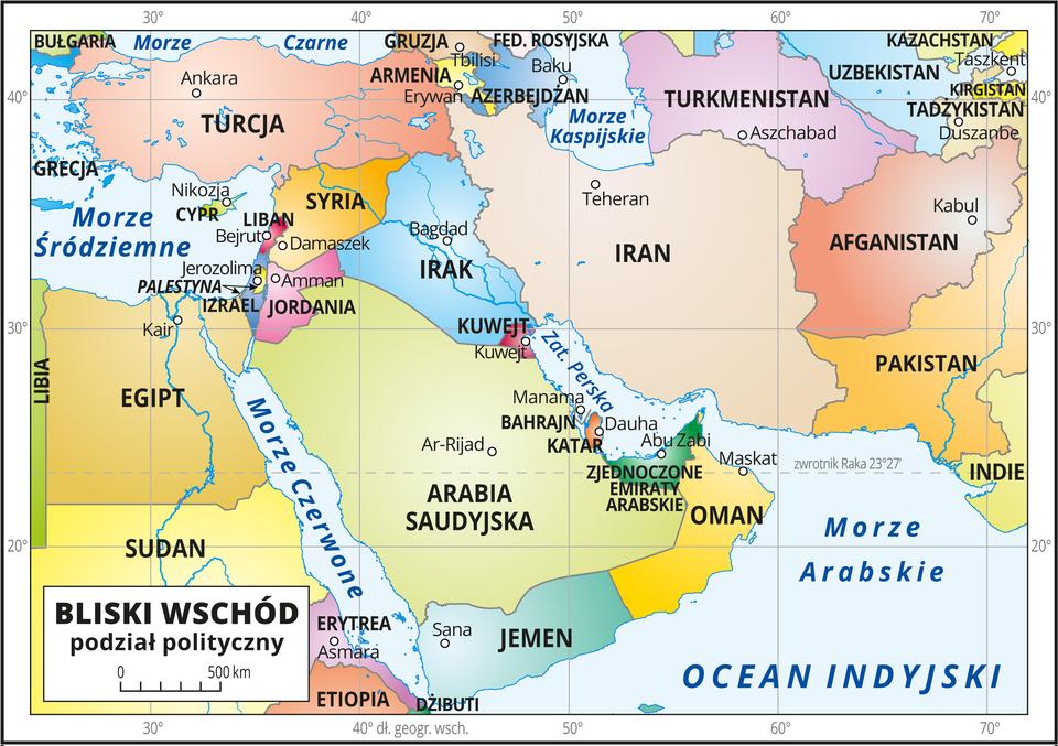 Ilustracja przedstawia mapę polityczną obszarów Bliskiego Wschodu. Państwa wyróżnione kolorami iopisane. Oznaczono iopisano stolice. Morza ioceany zaznaczono kolorem niebieskim iopisano. Mapa pokryta jest równoleżnikami ipołudnikami. Dookoła mapy wbiałej ramce opisano współrzędne geograficzne co dziesięć stopni.