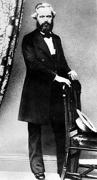 Karol Marks, fotografia Źródło: Karol Marks, fotografia, licencja: CC 0, [online], dostępny winternecie: https://commons.wikimedia.org/wiki/File:Marx4.jpg [dostęp 23.10.2015 r.].
