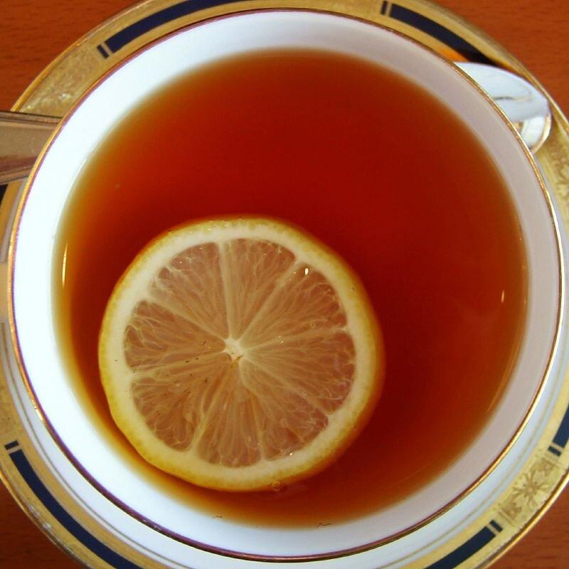 zdjęcie filiżanki herbaty zcytryną Źródło: domena publiczna.
