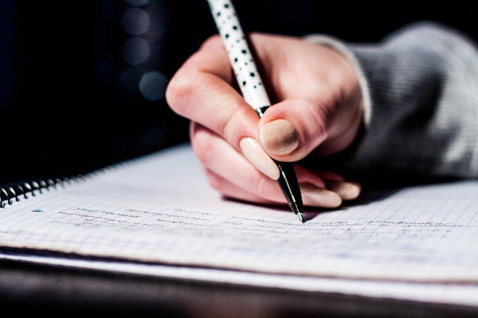 Odręczny podpis Źródło: pexels, Odręczny podpis, licencja: CC 0.