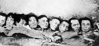 """Podczas wojny Japończycy nierzadko urządzali """"zawody"""" polegające na ścinaniu głów jeńcom chińskim lub osobom cywilnym samurajskim mieczem Źródło: Army of Zhang Xueliang, Podczas wojny Japończycy nierzadko urządzali """"zawody"""" polegające na ścinaniu głów jeńcom chińskim lub osobom cywilnym samurajskim mieczem, Fotografia, domena publiczna."""