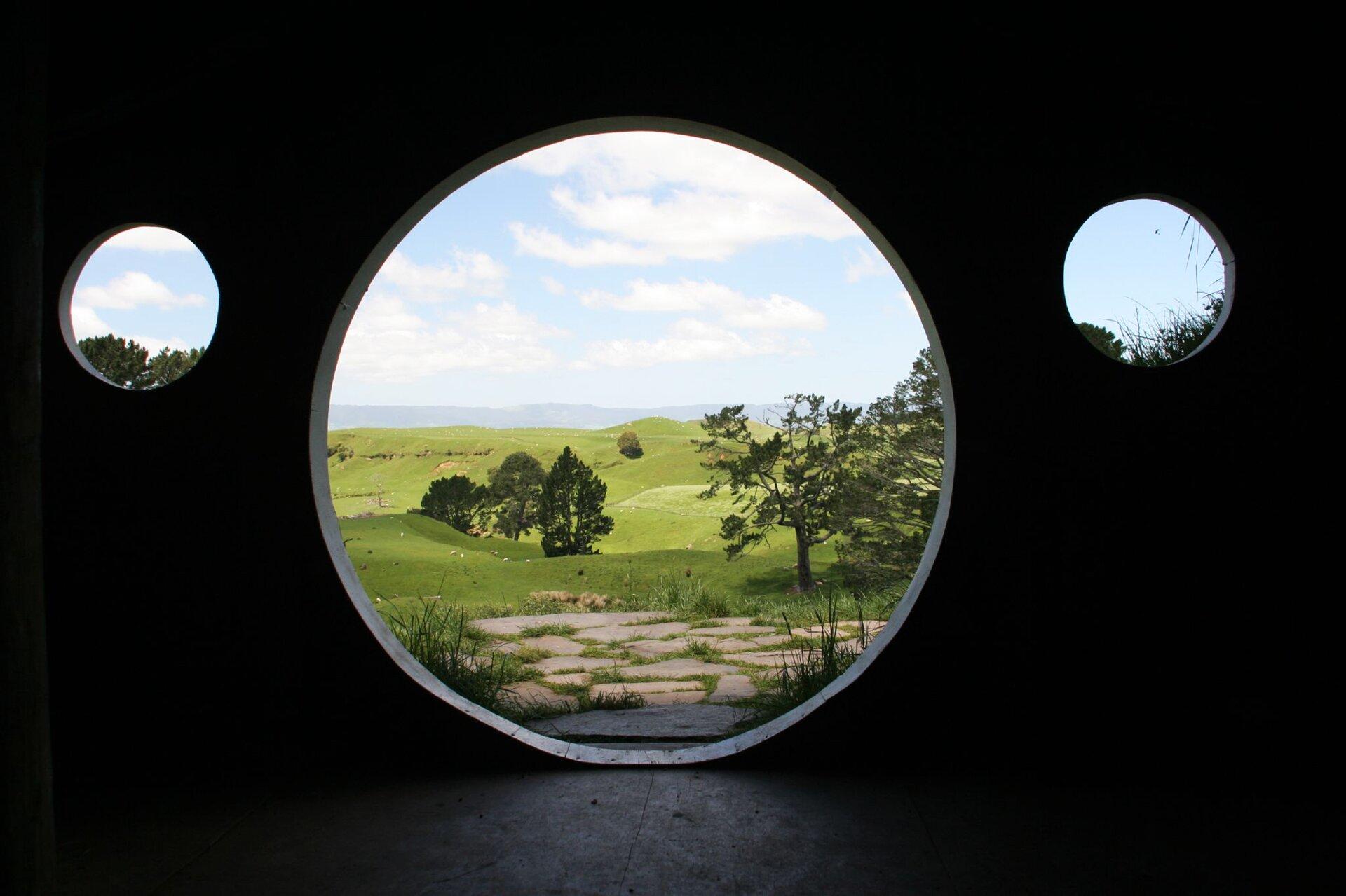 Widok zdomu Bilba Bagginsa Widok zdomu Bilba Bagginsa Źródło: Rob Chandler, licencja: CC BY-SA 2.0.