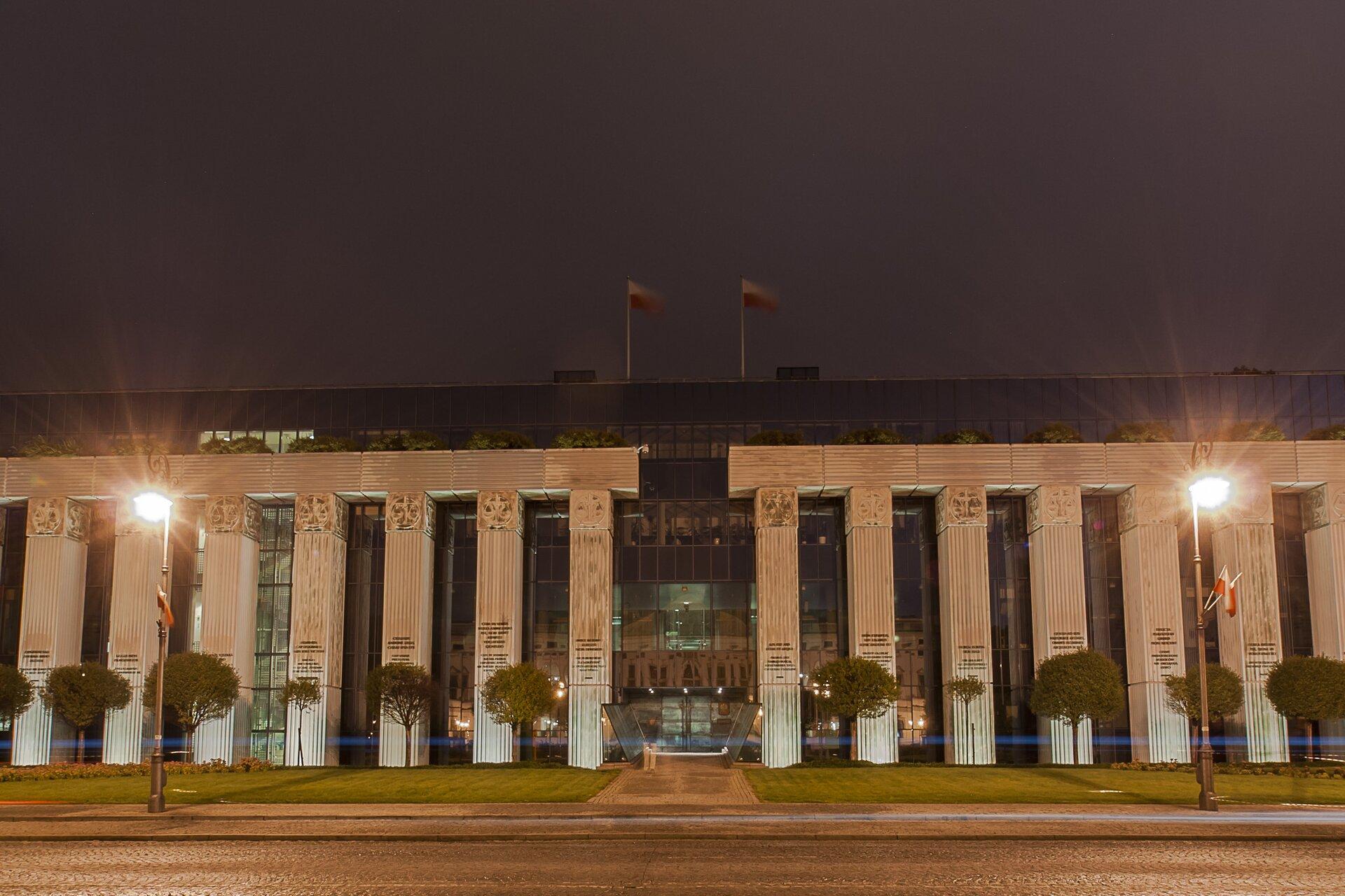 Budynek Sądu Najwyższego wWarszawie Źródło: Spens03, Budynek Sądu Najwyższego wWarszawie, licencja: CC BY-SA 3.0.