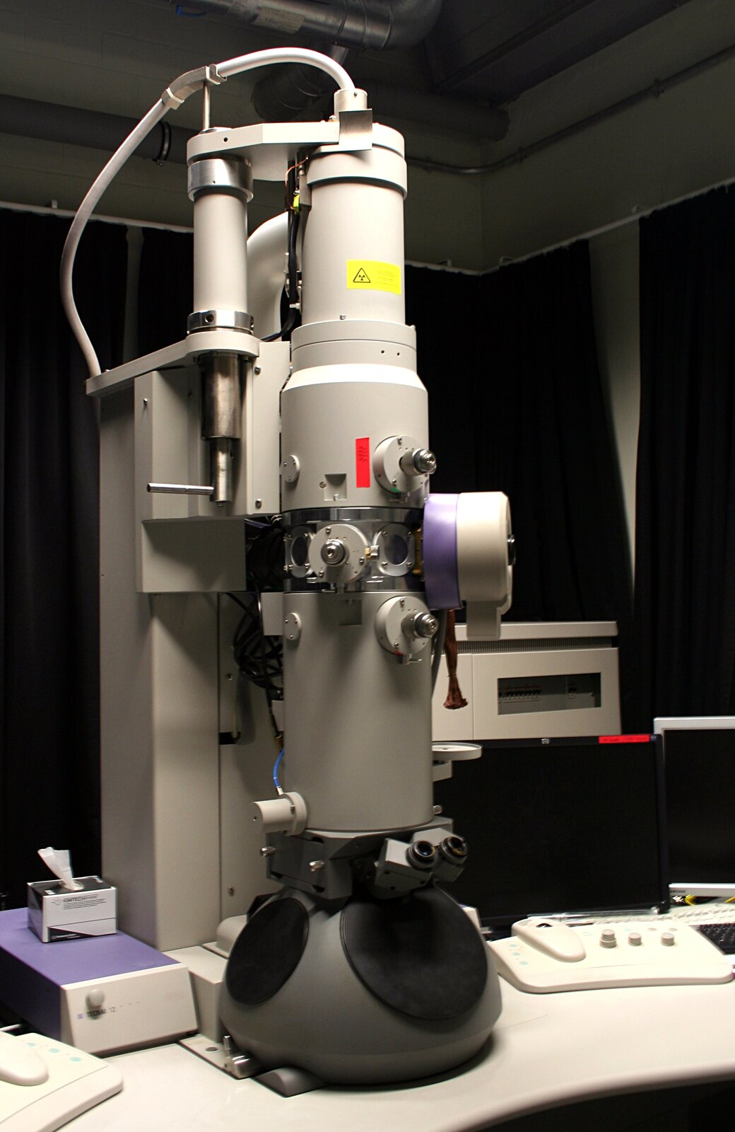 Mikroskop elektronowy transmisyjny (TEM)
