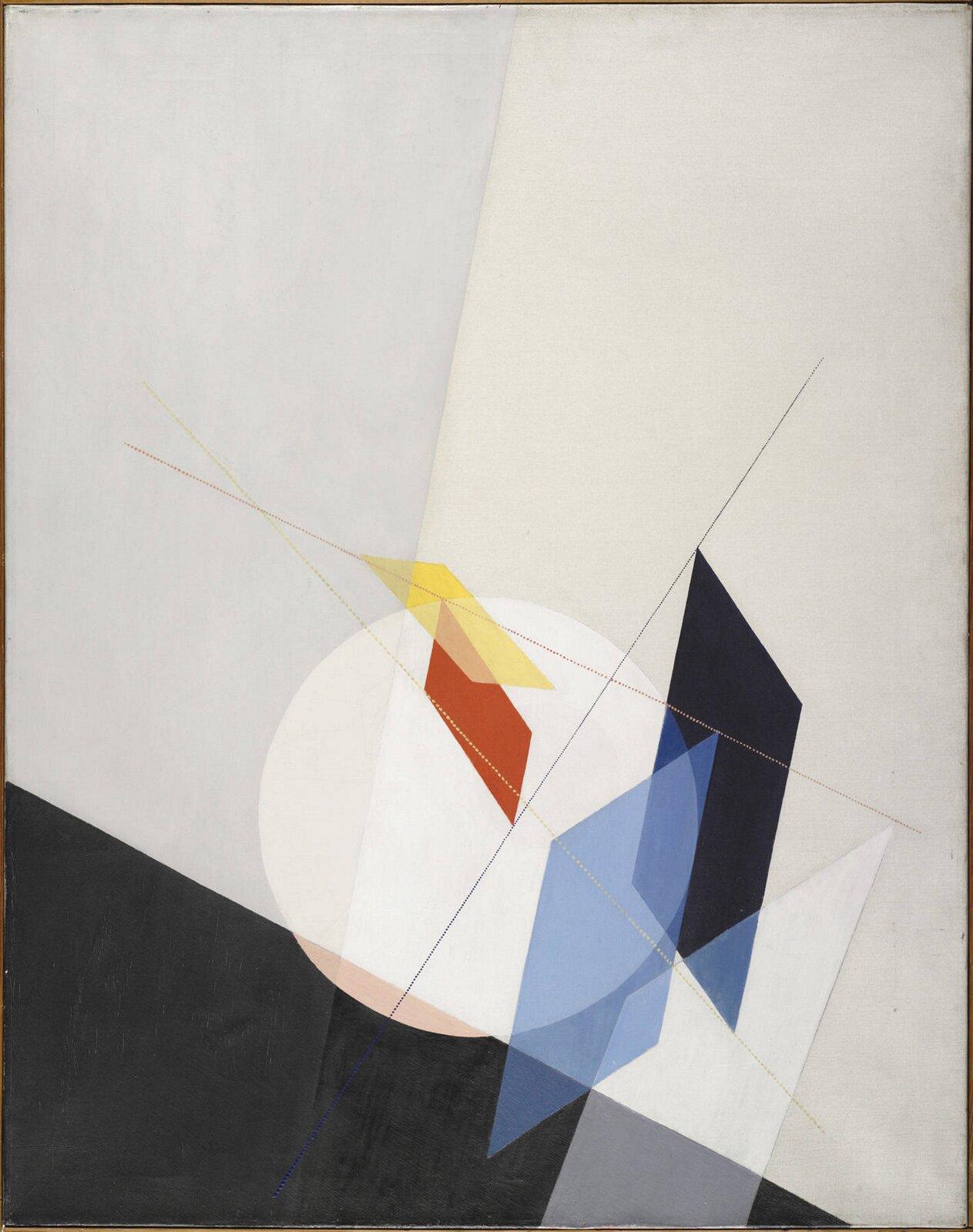 """Ilustracja przedstawia obraz László Moholy-Nagy'ego pt. """"A 18"""". Ukazuje on różne, kolorowe geometryczne kształty. Udołu znajduje się czarny trójkat mogący symbolizować podłogę, zkolei jasne tło ścianę."""