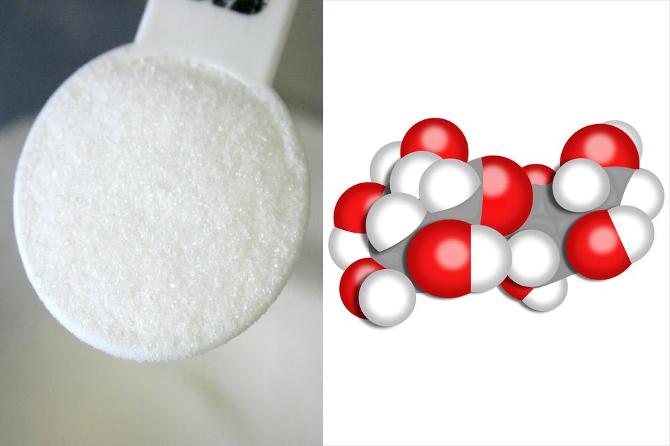 Na ilustracji widoczna jest łyżeczka cukru oraz modele cząsteczek cukru.