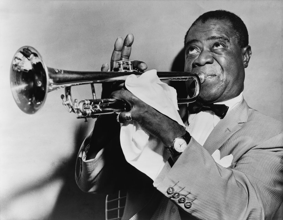 Louis Armstrong (1901–1971) trębacz, śpiewak, kompozytor Źródło: Louis Armstrong (1901–1971) trębacz, śpiewak, kompozytor, Fotografia, Biblioteka Kongresu Stanów Zjednoczonych, domena publiczna.